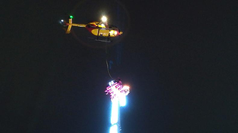 Jahreswechsel in 50 Metern Höhe: Acht Menschen bleiben in Karussell gefangen