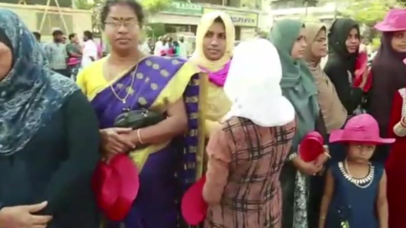 Indien: Gegen Männer-Vormacht – Hunderttausende Frauen bilden 620 Kilometer lange Menschenkette