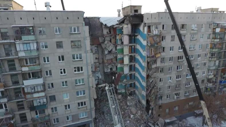 Die Tragödie von Magnitogorsk: Drohne filmt Ausmaß des Wohnhaus-Einsturzes mit mindestens 38 Toten