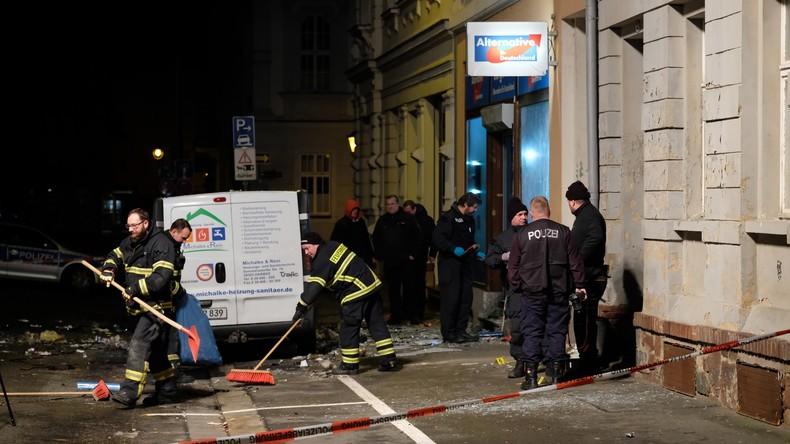 Polizei ermittelt: Explosion vor AfD-Büro in Sachsen