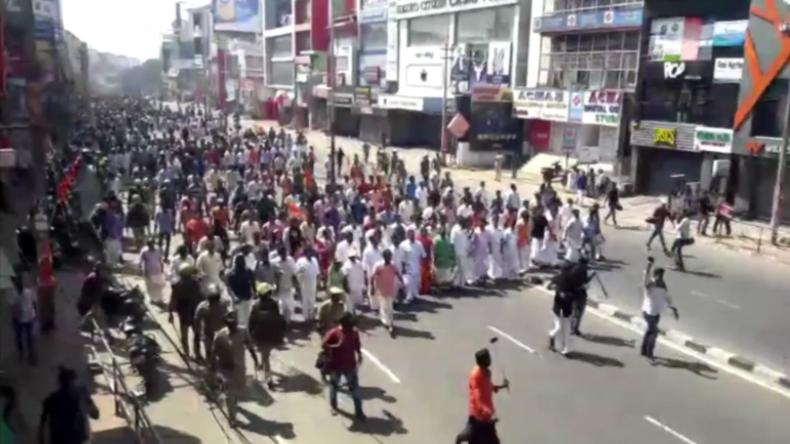 Indien: Gewalttätige Proteste überziehen Kerala, weil Frauen Tempel betraten