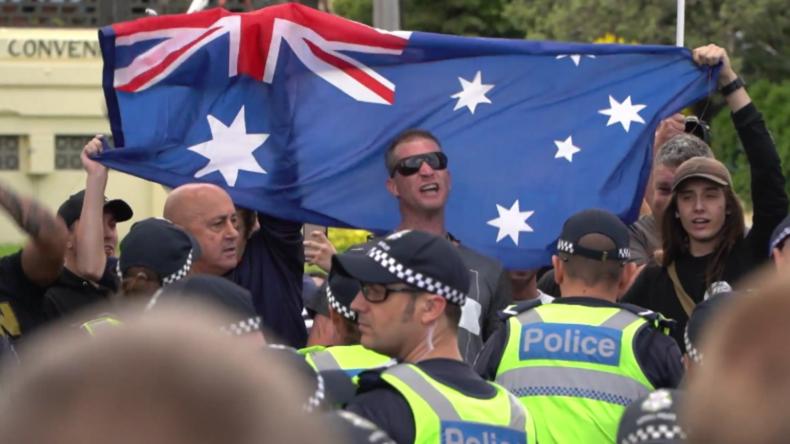 Australien: Rechtsextreme antiafrikanische Kundgebung in Melbourne trifft auf Gegenproteste