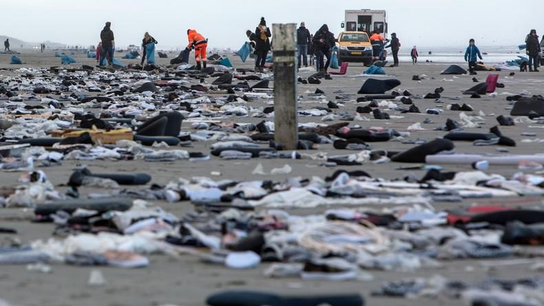 Nach Containerunglück: Niederländische Armee und Bürger säubern verdreckte Strände