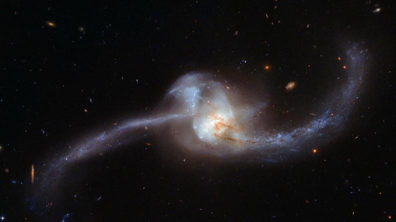 Milchstraße versus Große Magellansche Wolke: Galaxiencrash in 2,4 Milliarden Jahren