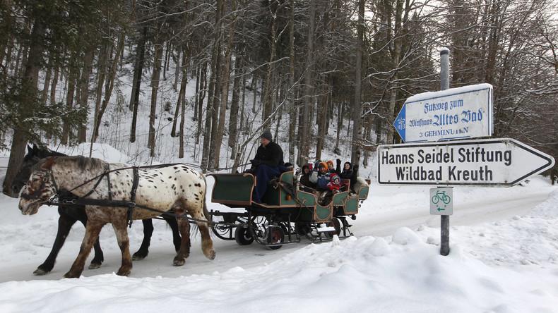 Schnee in Bayern sorgt für Verkehrschaos und Unfälle