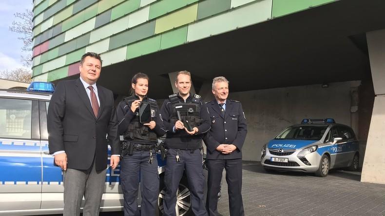 Berlins Innensenator greift in die Polizei-Hierarchie ein, um seiner Nachbarin zu helfen