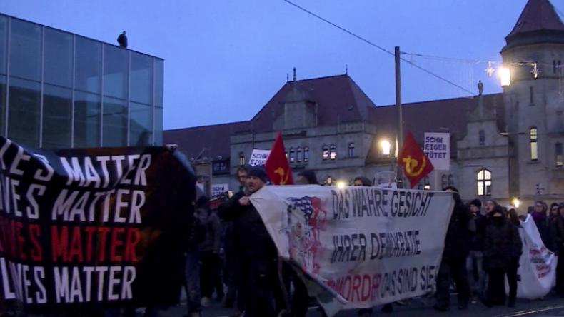 Dessau: Hunderte Antifaschisten und Aktivisten gedenken verbranntem Asylbewerber Oury Jalloh