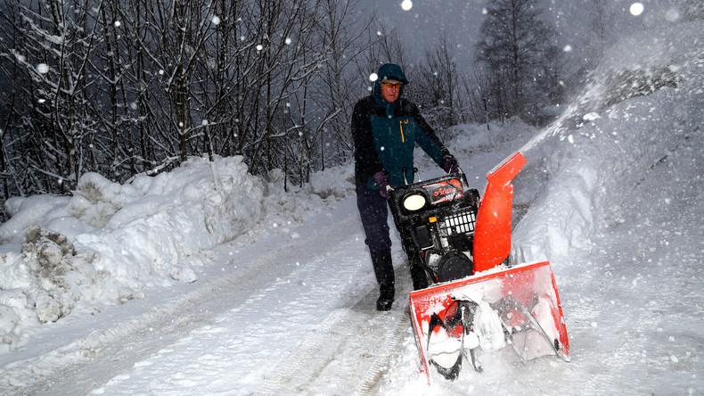 In den Schneemassen gefangen: Der kleine Ort Jachenau ist von der Außenwelt abgeschnitten