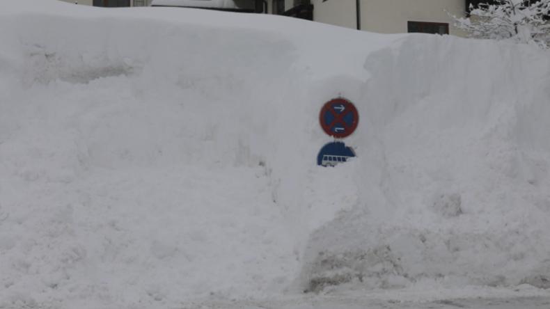 Bayern: Schneemassen schließen Buchenhöhe ein – Hunderte sitzen fest, Bundeswehr hilft