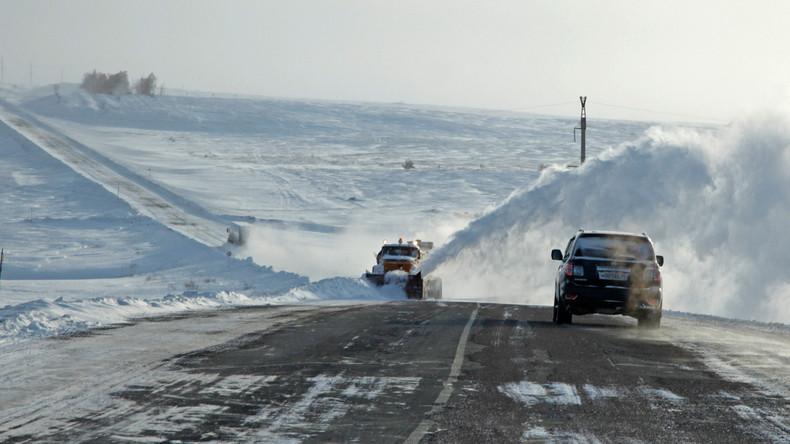 Russland: Bürgermeister nimmt Bus statt Pkw zur Arbeit, steckt im Stau und kommt zu spät