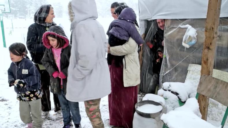 Griechenland: Flüchtlingsfamilien leben in Zelten mitten im Schnee