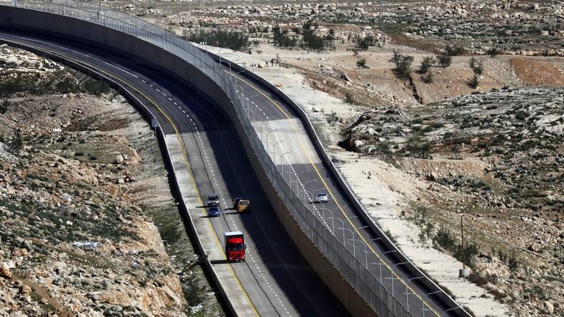 """""""Apartheid-Straße"""" im Westjordanland eröffnet – Israelis und Palästinenser durch Mauer getrennt"""