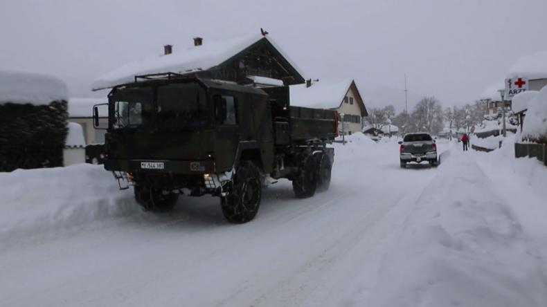 Deutschland: Bundeswehr hilft bei Schneeräumung in Bayern