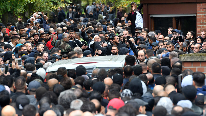128 Kriminelle bei Beerdigung eines Clan-Mitglieds identifiziert