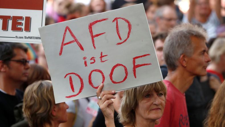 """""""AfD? Adé"""": Mehr als 1.000 Menschen bei Protestzug gegen die AfD in Riesa"""