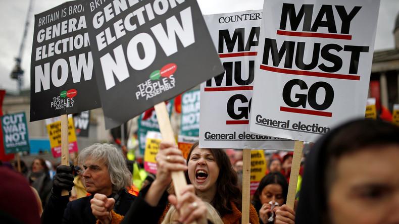 Nach französischem Vorbild: Demonstranten in London fordern Neuwahl und Ende der Sparpolitik