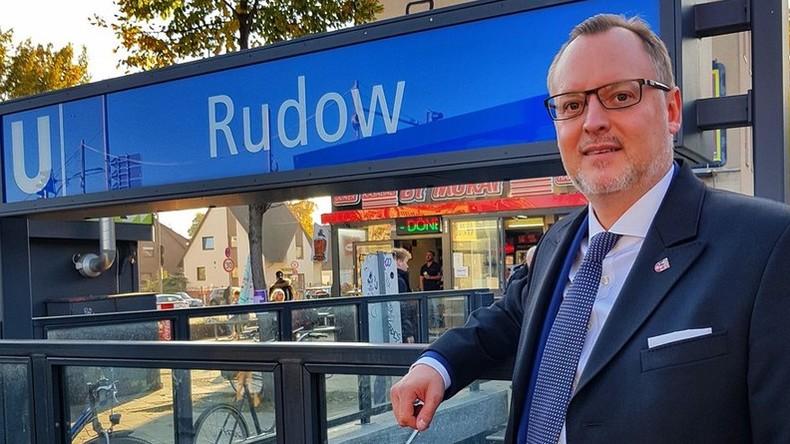 Amadeu-Antonio-Stiftung will Bezirksamt Neukölln wegen Warnung vor Kita-Broschüre verklagen