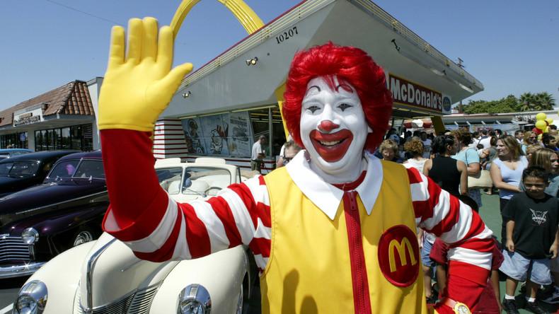 McJesus: Israelische Christen lehnen sich gegen Museumsskulptur des gekreuzigten Ronald McDonald auf