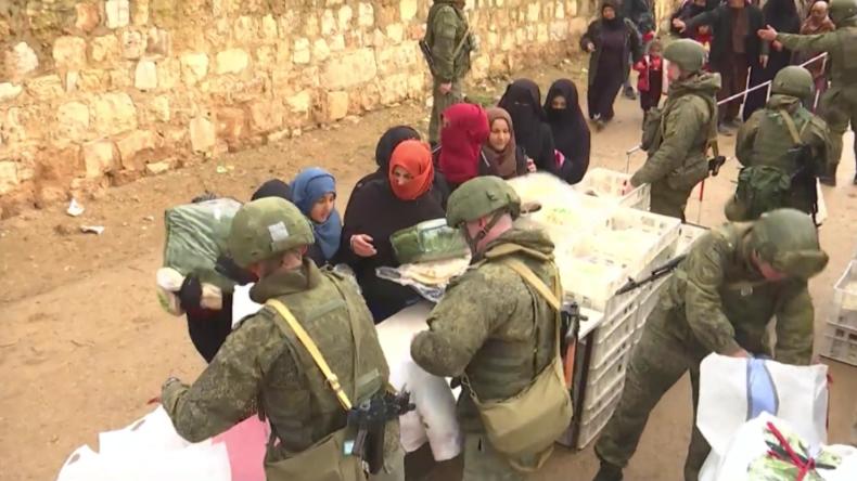 Syrien: Russland leistet weiterhin humanitäre Hilfe für die Bewohner Manbidschs