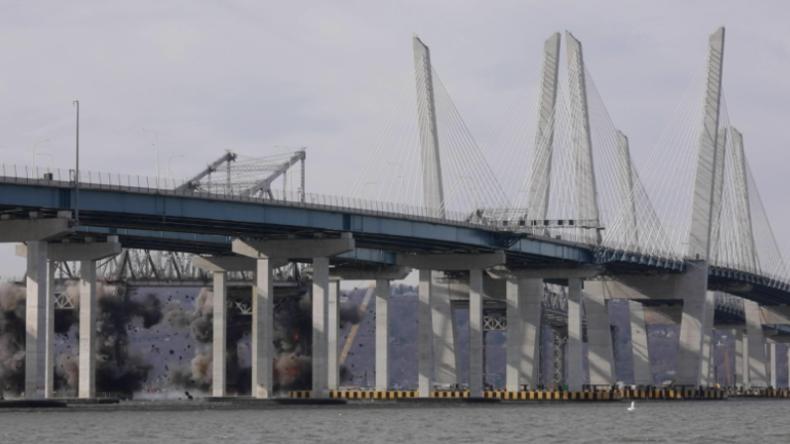 """""""Wie in Zeitlupe gefallen"""" – New Yorker Tappan Zee Brücke mit großem Knall abgerissen"""