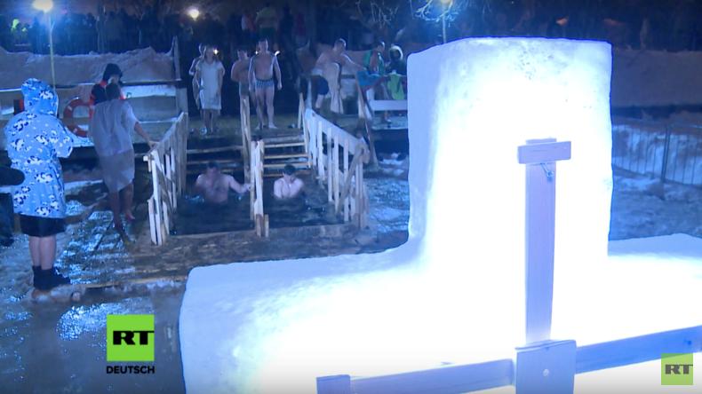 RT-Deutsch-Spezial: Sprung ins kalte Wasser – Moskau feiert Epiphanie mit traditionellem Eisbaden