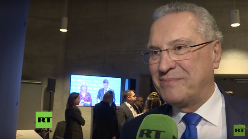 Bayerns Innenminister im RT-Interview: Kramp-Karrenbauer und Söder bieten große Chancen