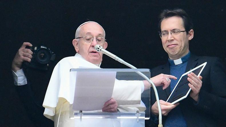 Papst Franziskus lädt Gläubige nun auch online zum Beten ein