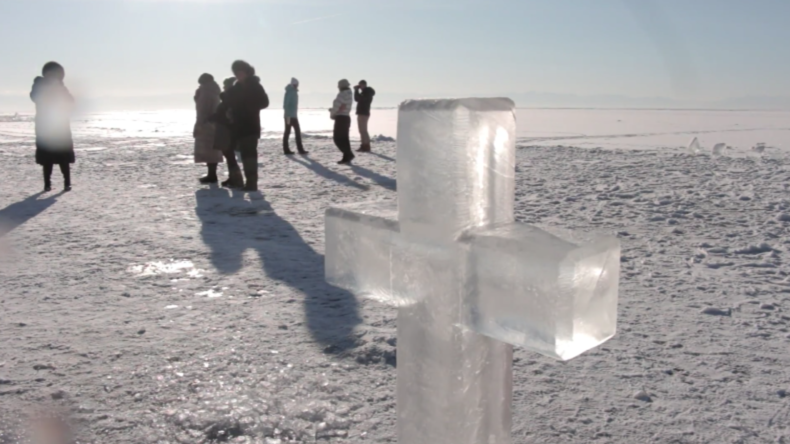 """""""Wie Messerstiche!"""" - US-Amerikaner verliert """"Jungfräulichkeit"""" bei Winterbad im Baikal See"""