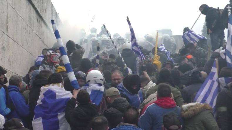 Griechenland: Gewaltsame Zusammenstöße – Zehntausende demonstrieren gegen Namensdeal mit Mazedonien
