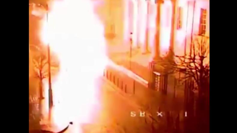 Nordirland: Autobombe explodiert vor Gericht – Polizei verdächtigt militante Gruppe hinter Angriff