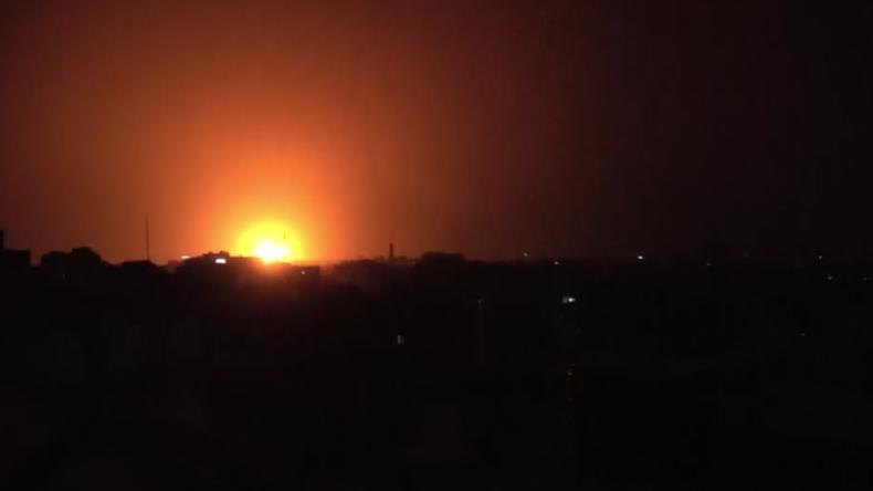 Massive Explosionen: Video soll saudi-geführte Luftangriffe auf jemenitische Hauptstadt zeigen