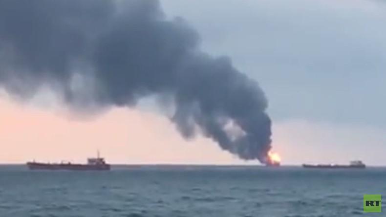 Brennende Frachtschiffe an Straße von Kertsch: 12 Gerettete und 10 Todesopfer