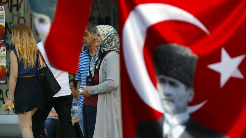 #10YearChallenge à la Türkei: Mit und ohne Kopftuch