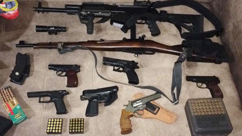 FSB sprengt landesweiten Ring illegaler Waffen- und Munitionshersteller - 86 Festnahmen (Video)