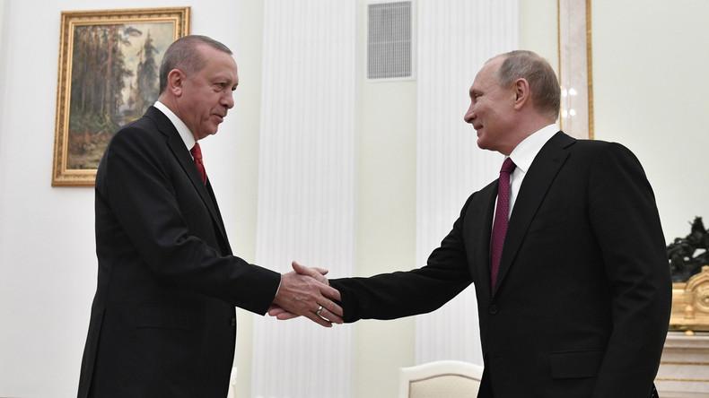 Erdoğan in Moskau: Solidarität zwischen Ankara und Moskau trägt zum regionalen Frieden bei