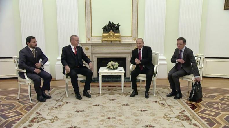 Putin bekundet Erdoğan sein Beileid zum Unglück mit türkischen Opfern in der Straße von Kertsch