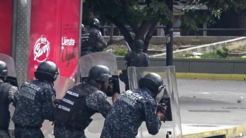 """Zusammenstöße in Caracas nach Selbsternennung des Oppositionsführers zum """"Interimspräsidenten"""""""