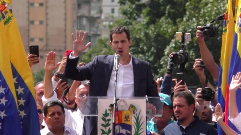 """Regime-Change in Venezuela: Oppositioneller Guaidó ernennt sich """"rechtswidrig"""" zum Präsidenten"""