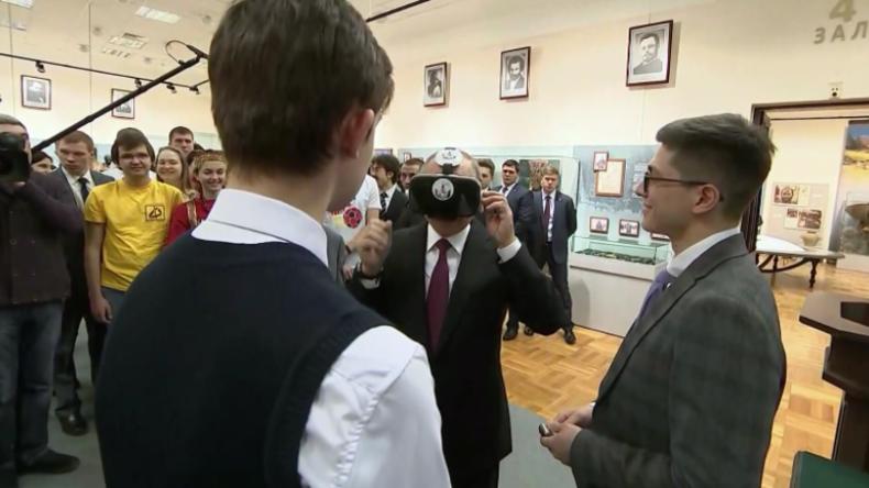 Ist das nun echt oder virtuell? - Putin versucht sich mit VR-Brille