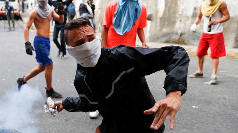 Putschversuch in Venezuela: Tausende Menschen nehmen an Pro- und Anti-Regierungsprotesten teil