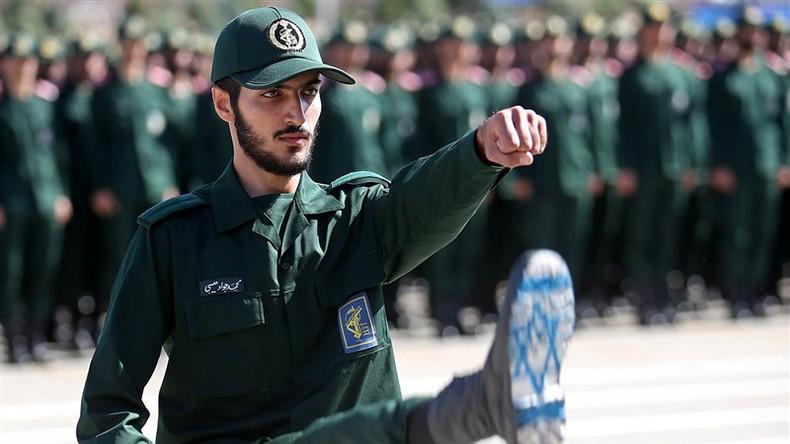 Iranische Armee: Groß angelegte Truppenübungen und Drohnentests