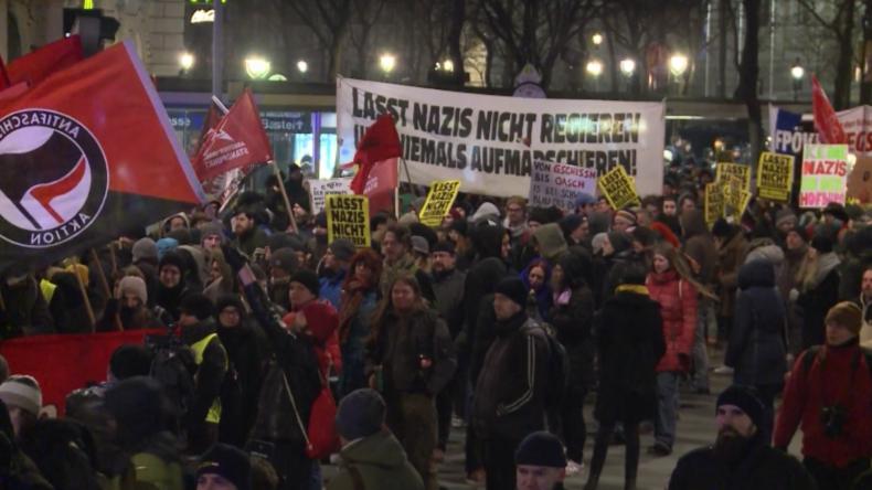 Österreich: Demo gegen den jährlichen Ball der FPÖ in der Hofburg