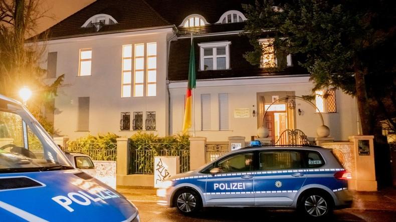 Botschaft Kameruns in Berlin besetzt