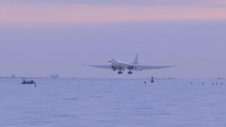 Russische TU-160-Jets führen 15-stündigen Flug über Arktis durch