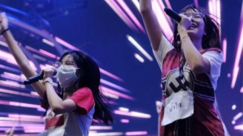 Thai-Band entschuldigt sich nach Hakenkreuz-Auftritt