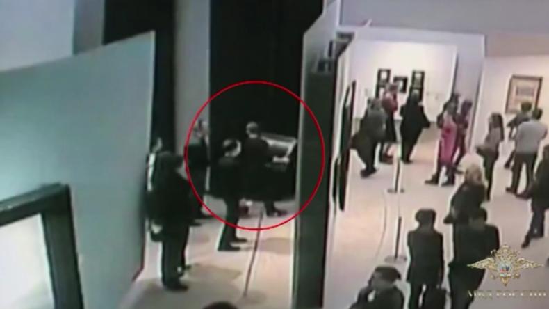 Moskau: In aller Seelenruhe herausspaziert – dreister Kunstdieb kurz nach Tat vom FSB gefasst