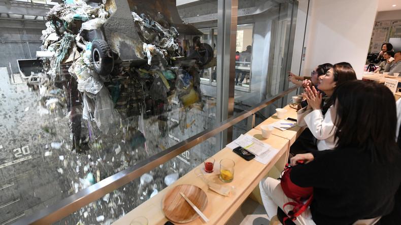 Cocktails kippen und Müll gucken: Japaner eröffnen Bar in aktiver Müllverbrennungsanlage