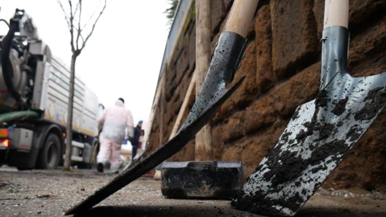 Italien: Häftlinge werden eingesetzt, um Roms Schlaglöcher zu reparieren