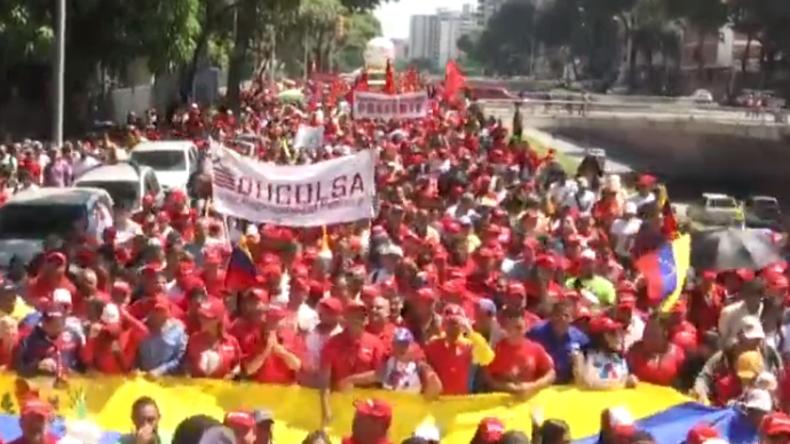 LIVE: Venezuela – Unterstützer Maduros demonstrieren in den Straßen Caracas'