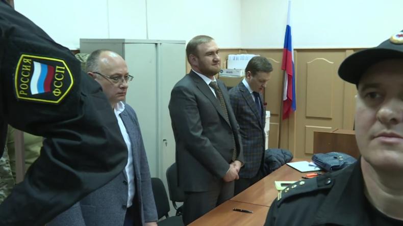 Russland: Föderaler Senator Arashukov bleibt bis zum 30. März in Untersuchungshaft
